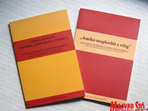 A társaság által kiadott új kötetek (Lakatos János felvétele)